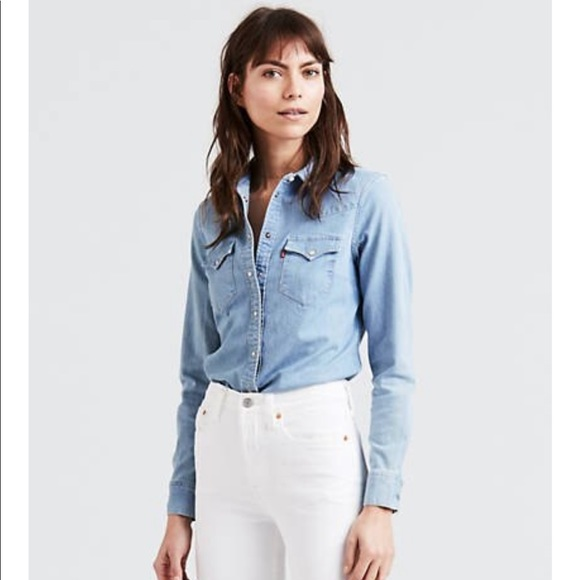 Levi's Tops - Levi's Tailored Fit Button Down